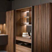 Cucina Strip di Key Cucine in legno Noce Canaletto