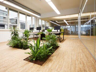 Pavimento sopraelevato con moduli Floora all'interno di un ufficio