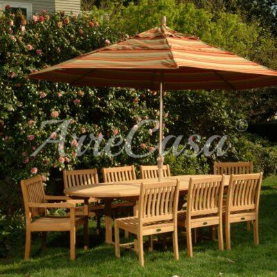 Ombrellone da giardino con tavolo e sedie in legno